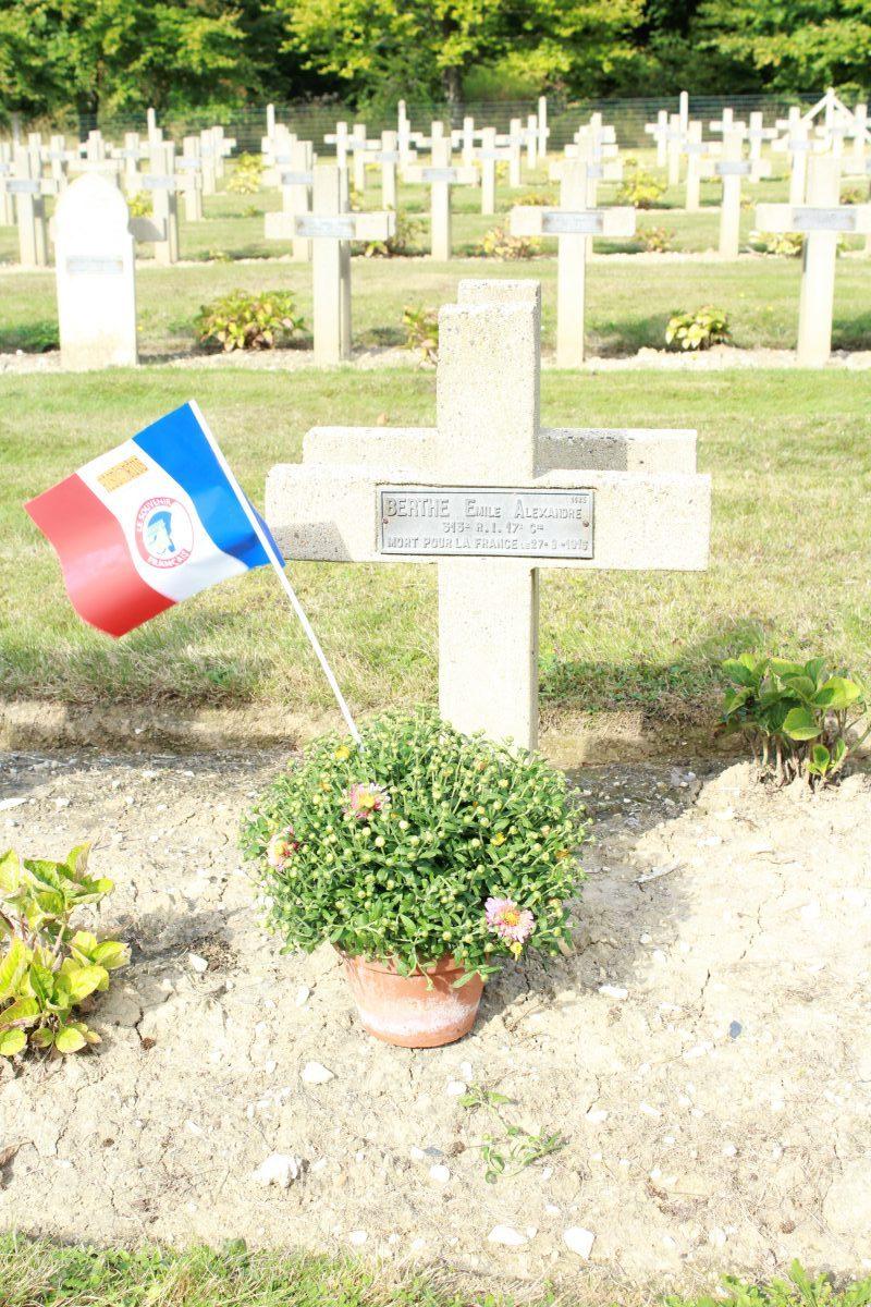 Tombes canto-montoiriennes au cimetière du Pétant